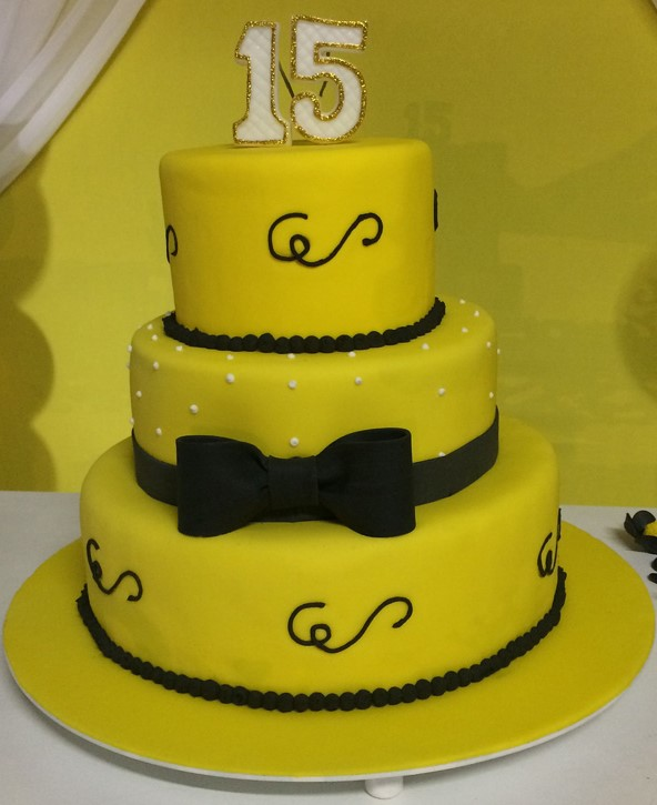 bolo amarelo e preto