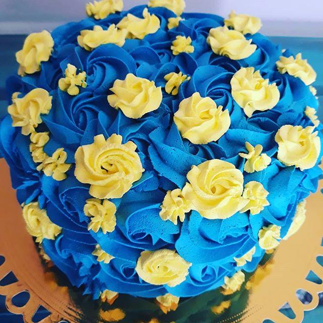 bolo amarelo e azul