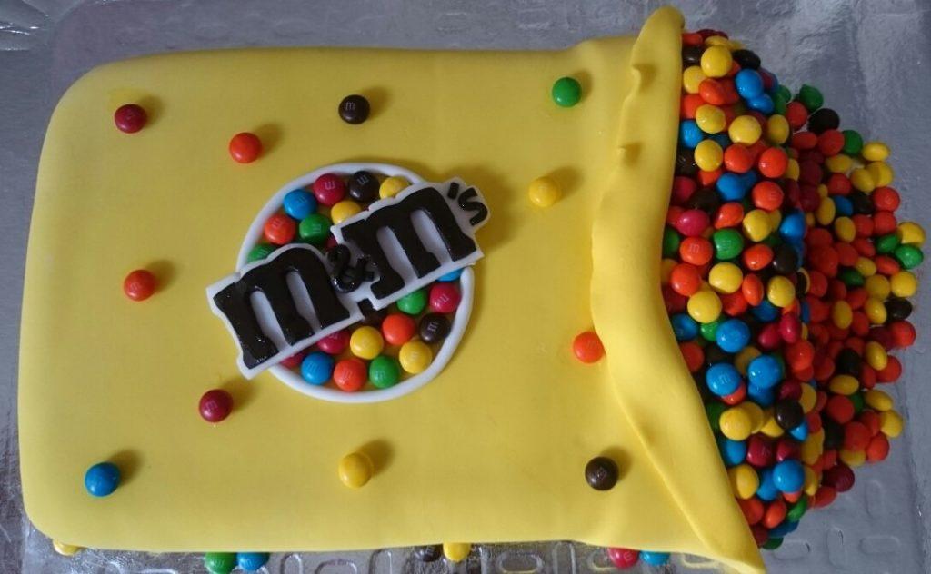 bolo amarelo quadrado