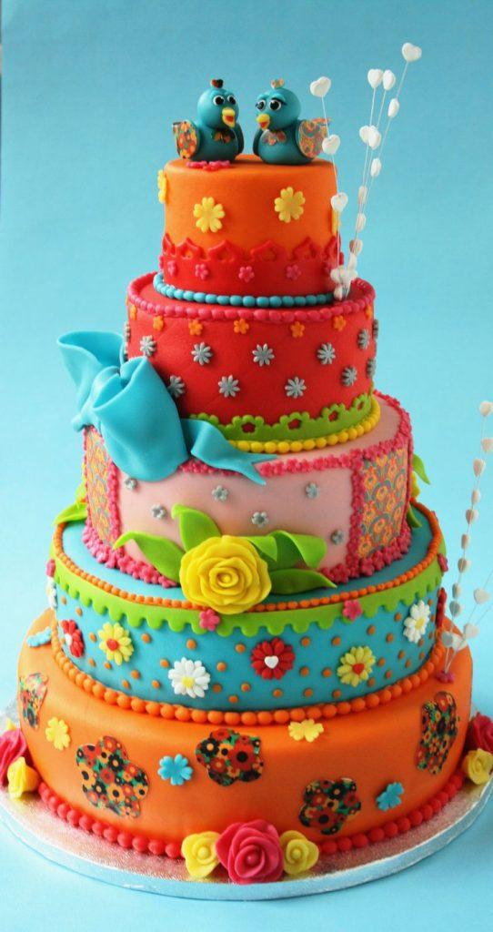 bolo colorido em camadas
