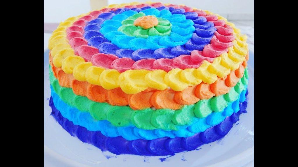 bolo colorido chantilly