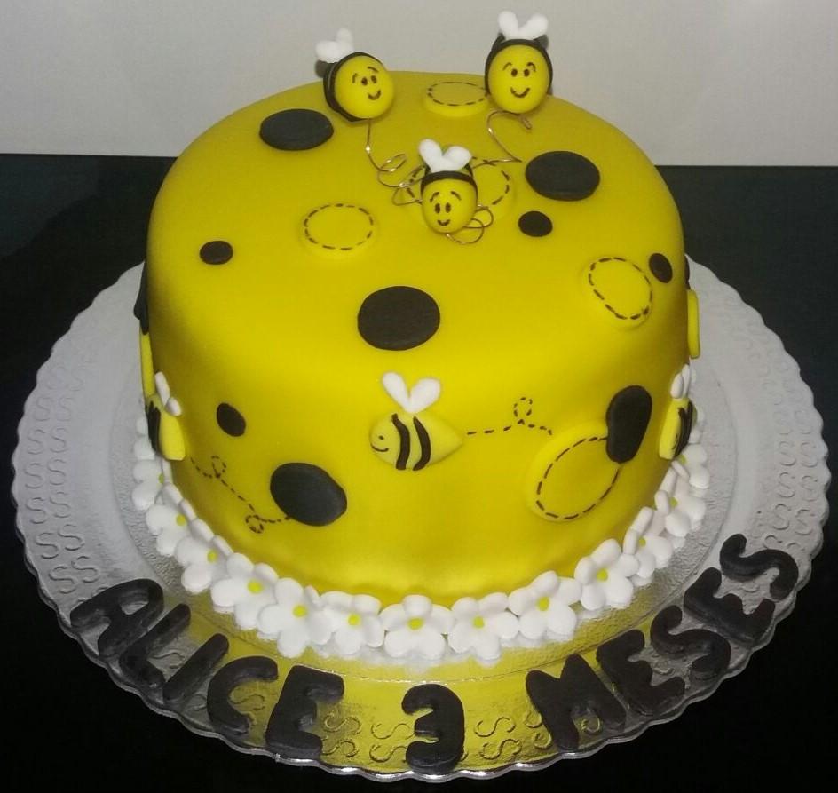 bolo da abelhinha mesversario