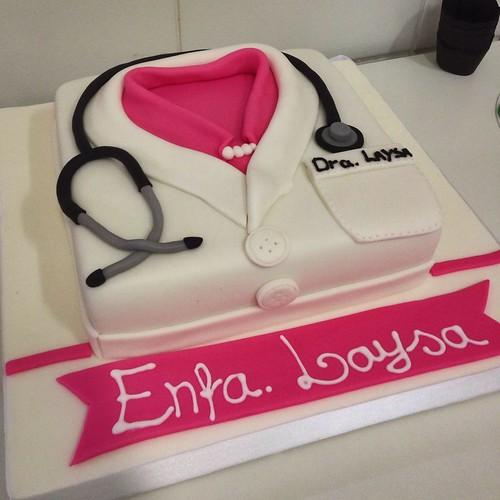 bolo enfermagem rosa