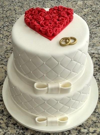 bolo de noivado vermelho e branco