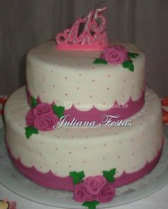 bolo rosa e branco