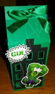 lembrancinha do hulk com caixa de leite