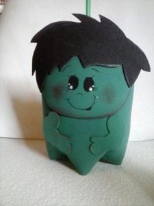 lembrancinha do hulk com garrafa pet