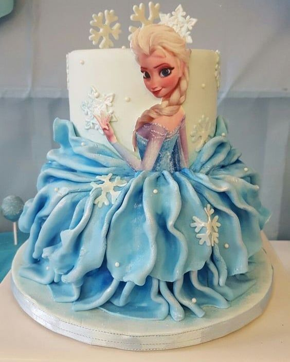 Bolo boneca Frozen