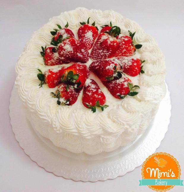bolo decorado com morango Redondo