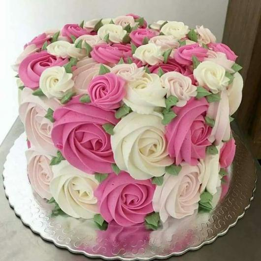 bolo decorado feminino Com Chantilly