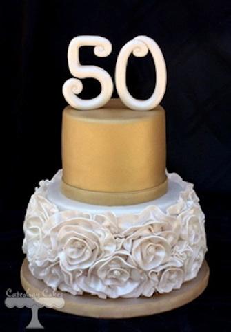 bolo 50 anos Dourado