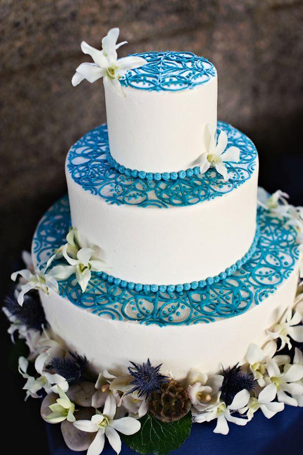 Bolo Azul e Branco De Casamento