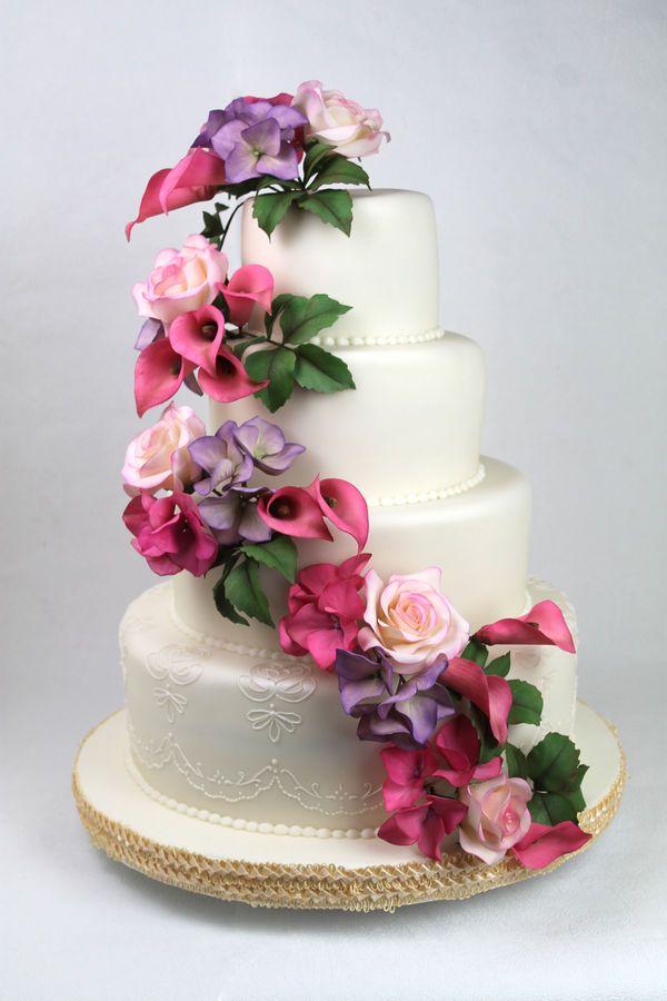 Bolo de Casamento Com Flores Artificiais