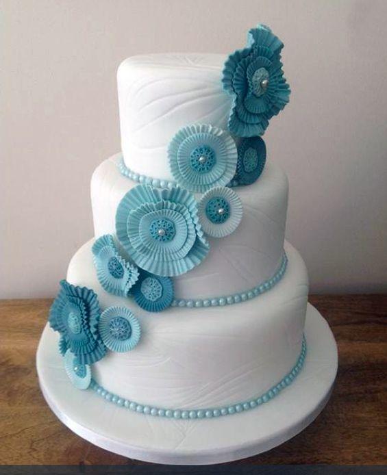 Bolo de Casamento Com Flores Azuis