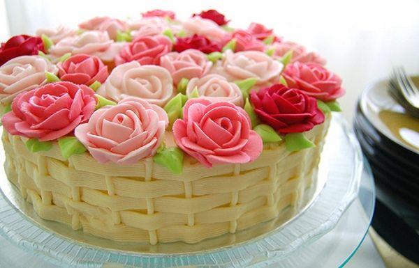Bolo de Casamento Com Flores De Chantilly