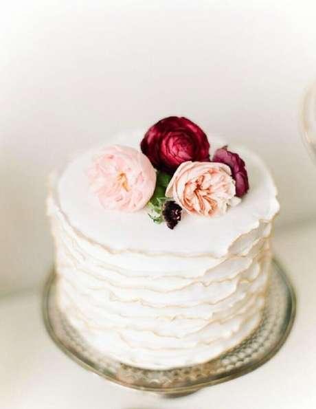 Bolo de Casamento Com Flores Simples
