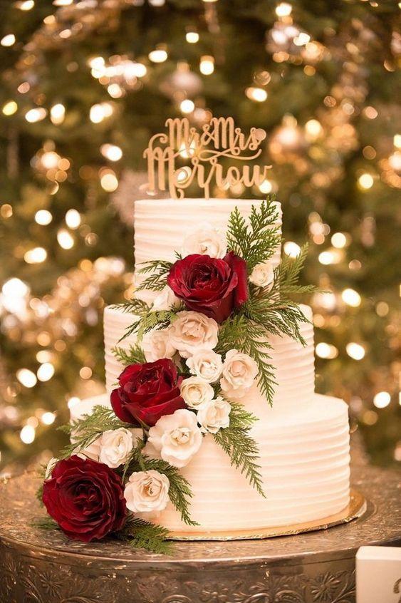 Bolo de Casamento Com Flores Vermelhas