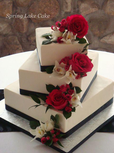 bolo de casamento quadrado Com Rosas Vermelhas