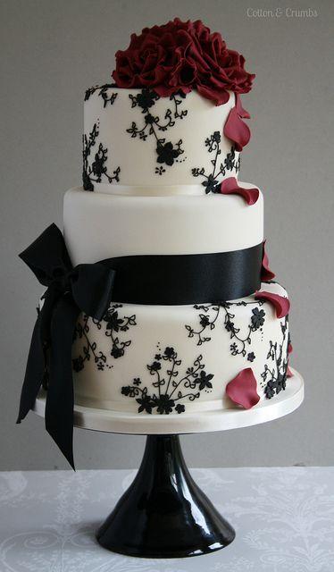 bolo preto e branco Com Flores