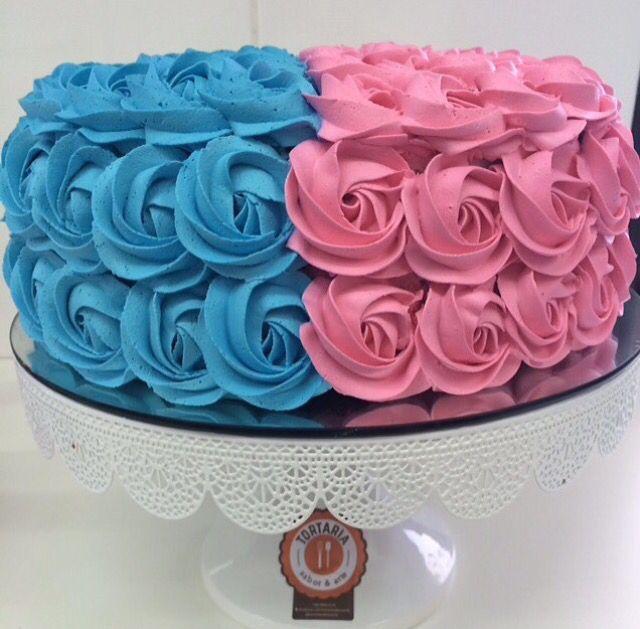 bolo azul e rosa Com Chantilly