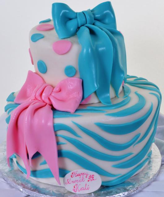 bolo azul e rosa Laços