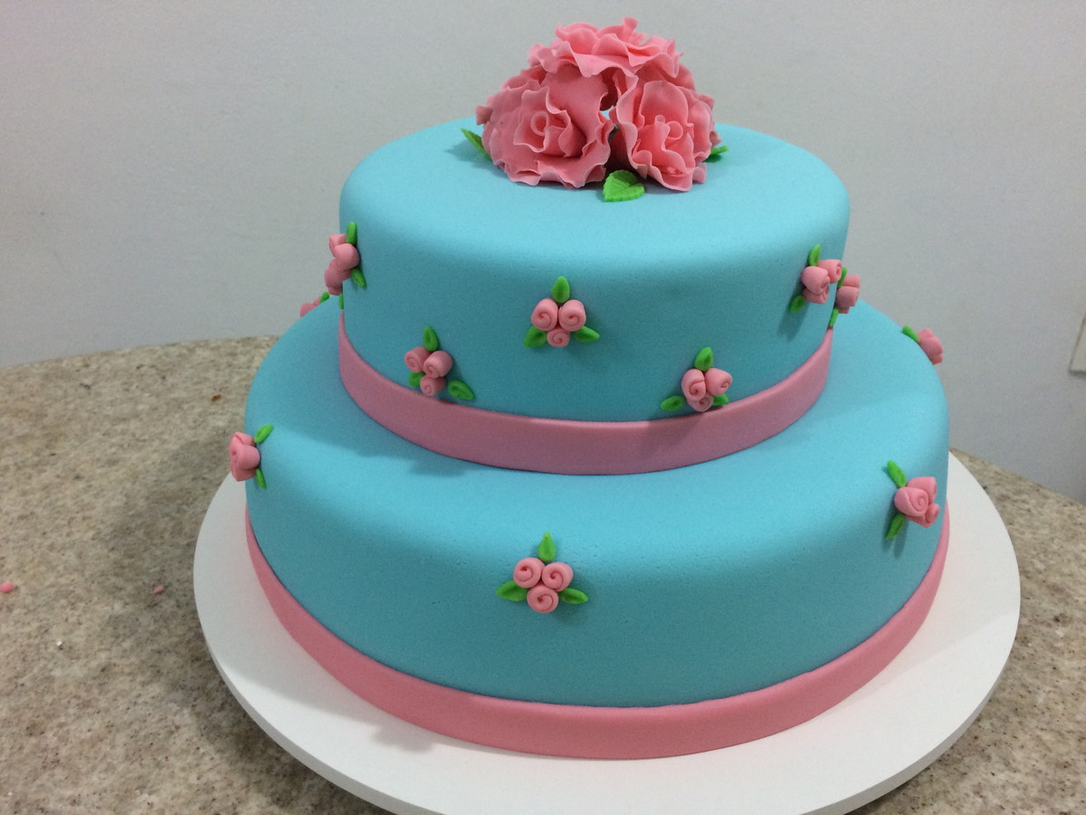 bolo azul e rosa Pasta Americana