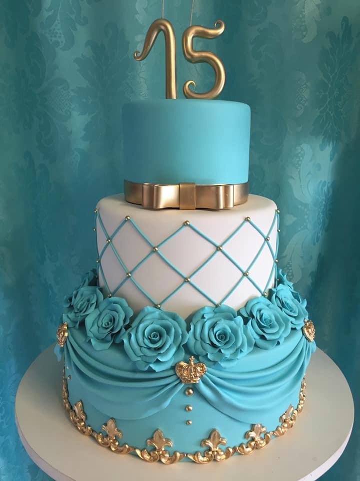 bolo azul tiffany Com Branco