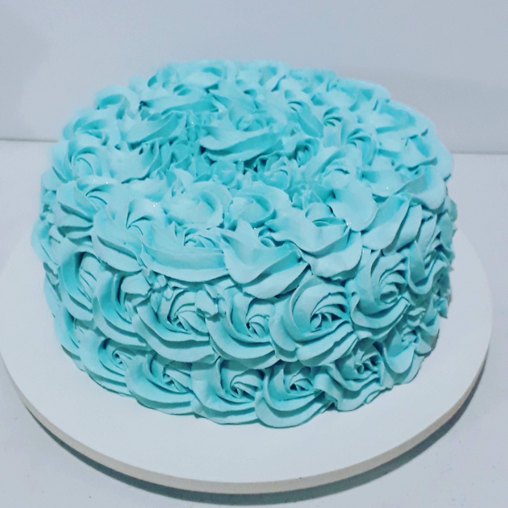 bolo azul tiffany Com Chantilly