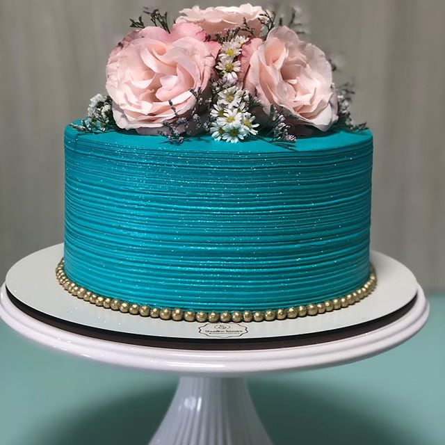 bolo azul tiffany Com Dourado