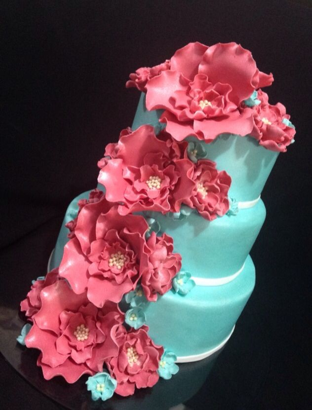 bolo azul tiffany Com Rosa