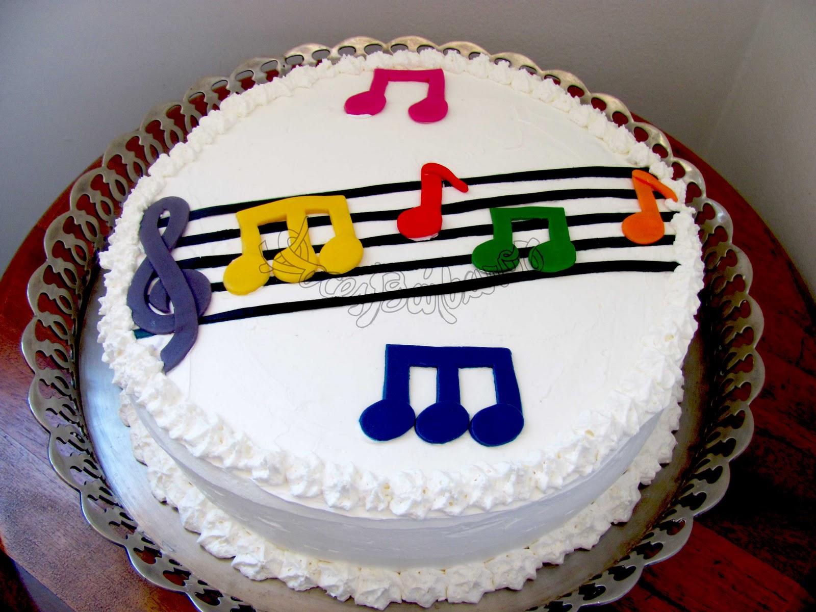 bolo com notas musicais Coloridas