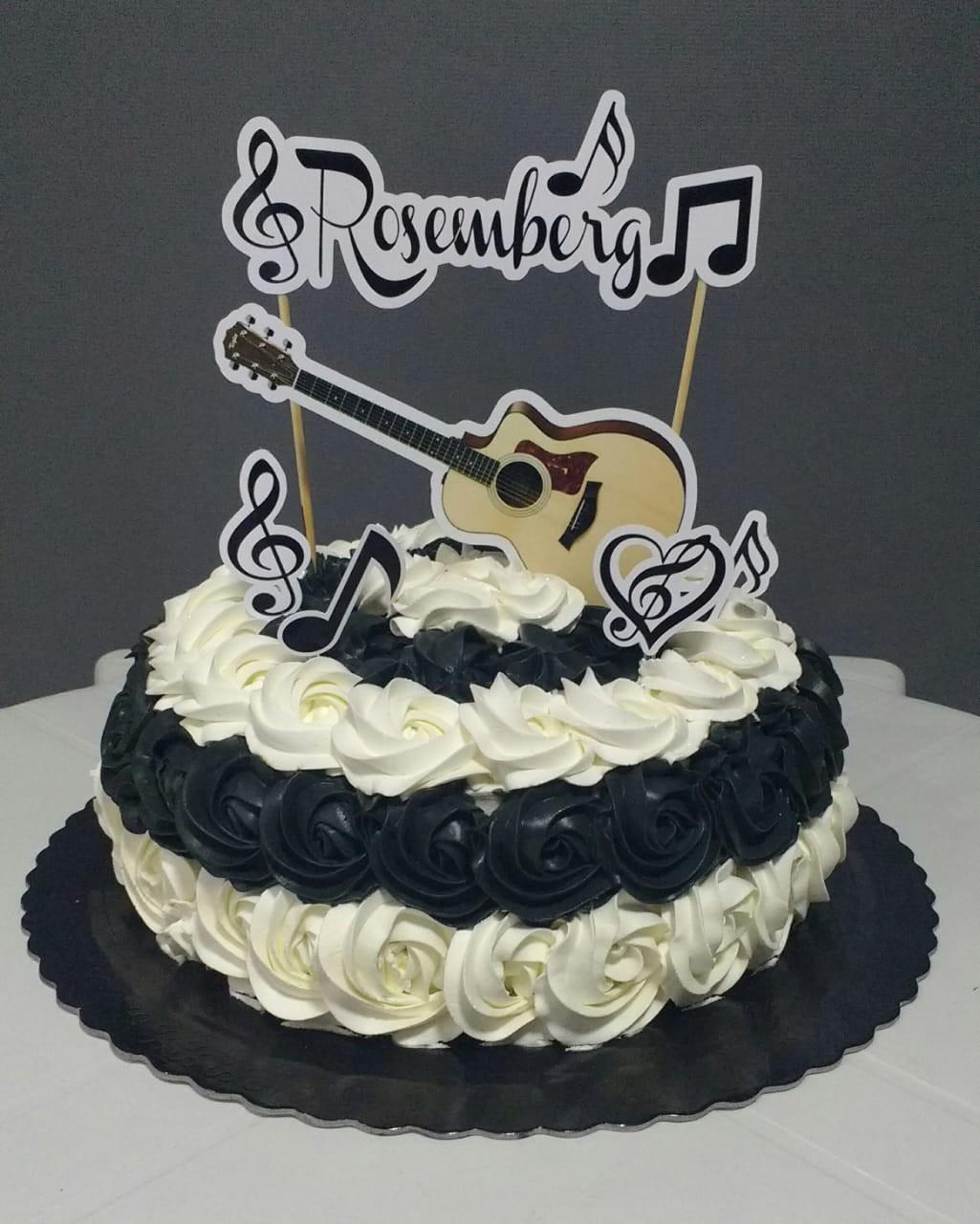bolo com notas musicais E Violão