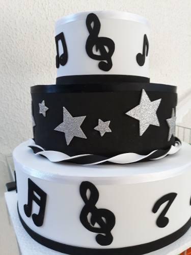bolo com notas musicais Em E.V.A.