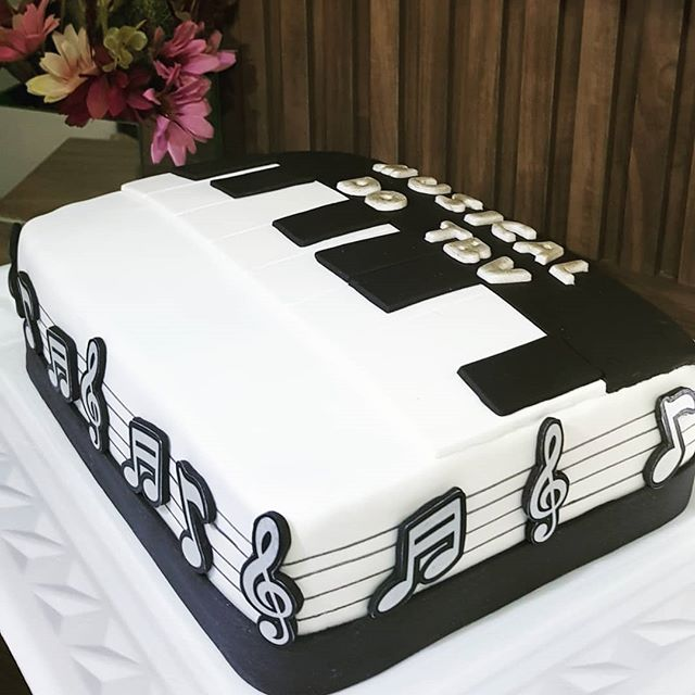 bolo com notas musicais Quadrado