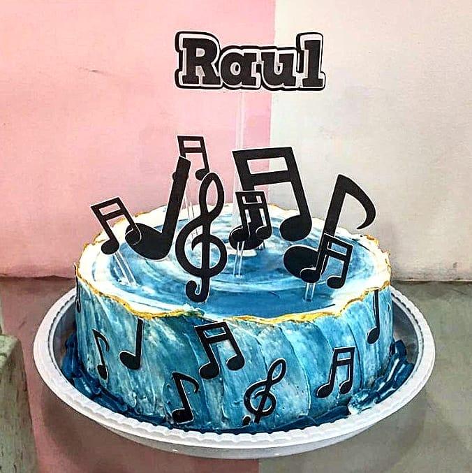 bolo com notas musicais Simples