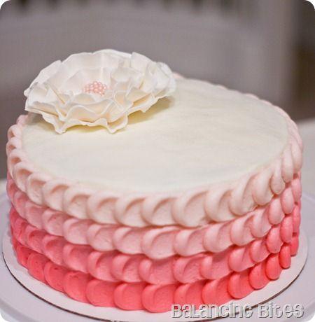 Bolo de Aniversário Feminino Com Chantilly