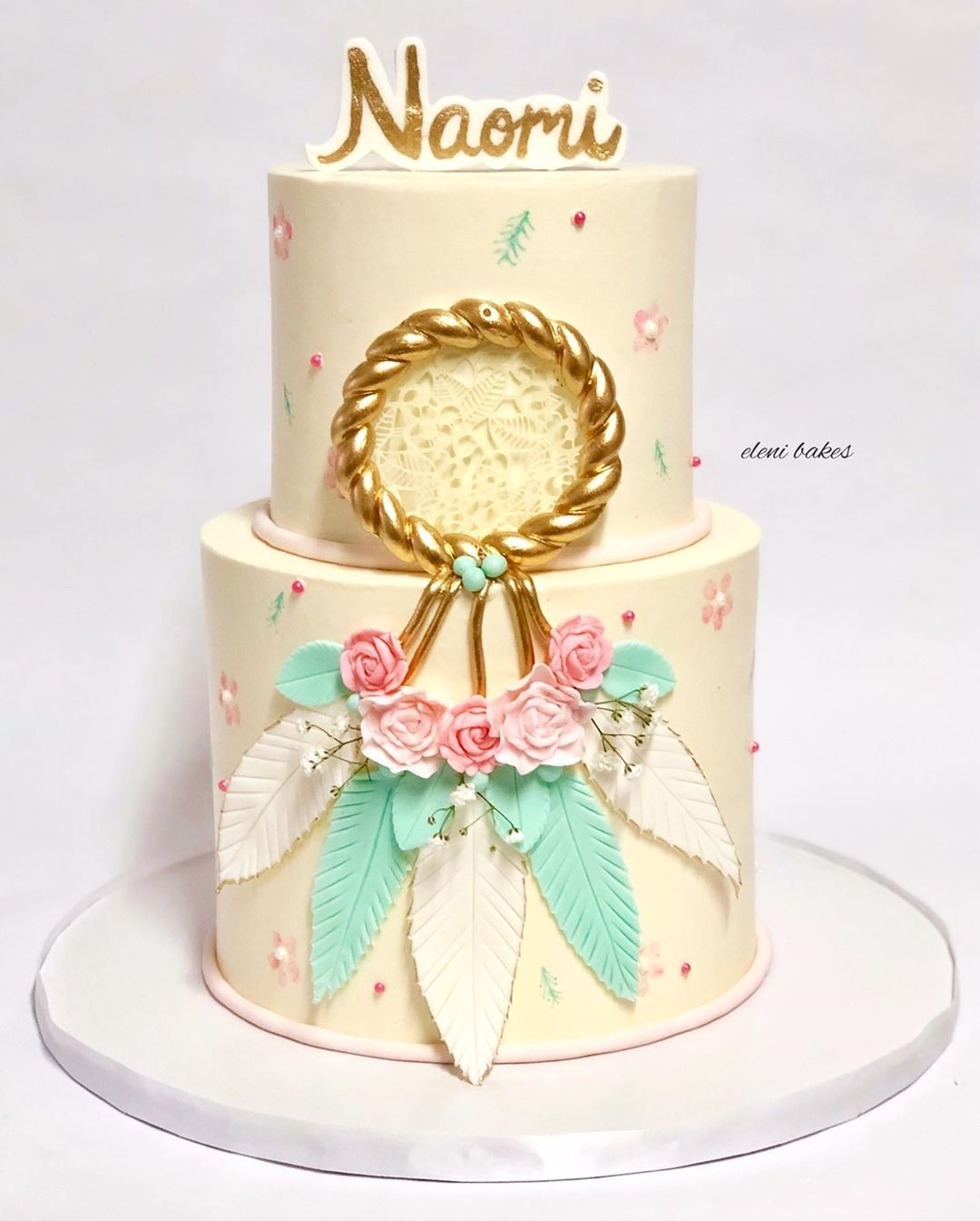 Bolo de Aniversário Feminino Pasta Americana