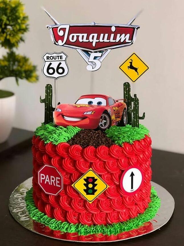 bolo de aniversario infantil Tema Carros