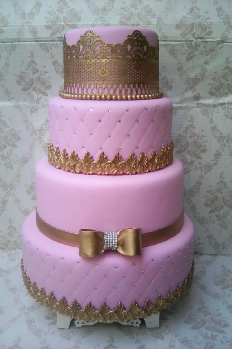 bolo fake princesa Rosa e Dourado