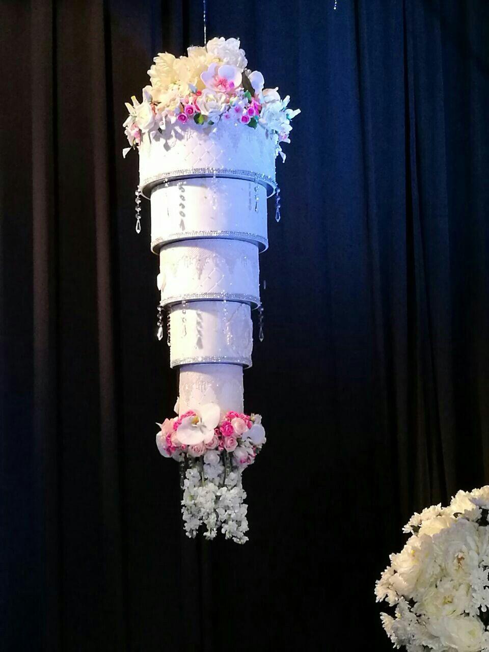 Bolo suspenso Para Casamento