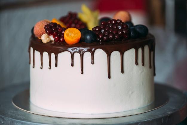 Bolo decorado com frutas Chocolate