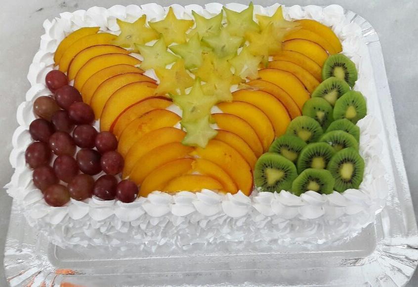 Bolo decorado com frutas Quadrado