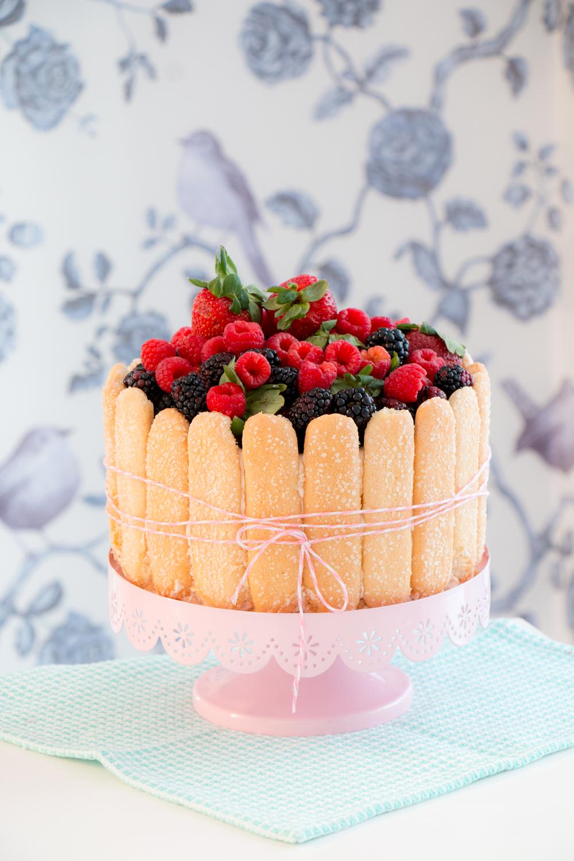 Bolo decorado com frutas Simples